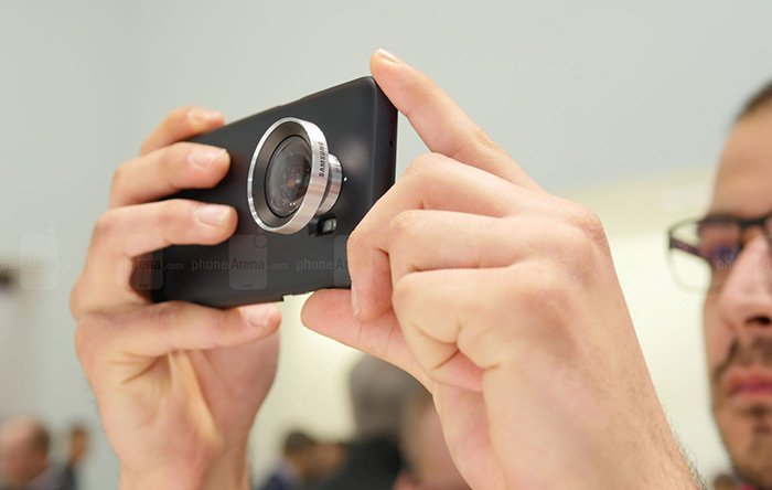8-Samsung-Lens-Cover-wide-angled