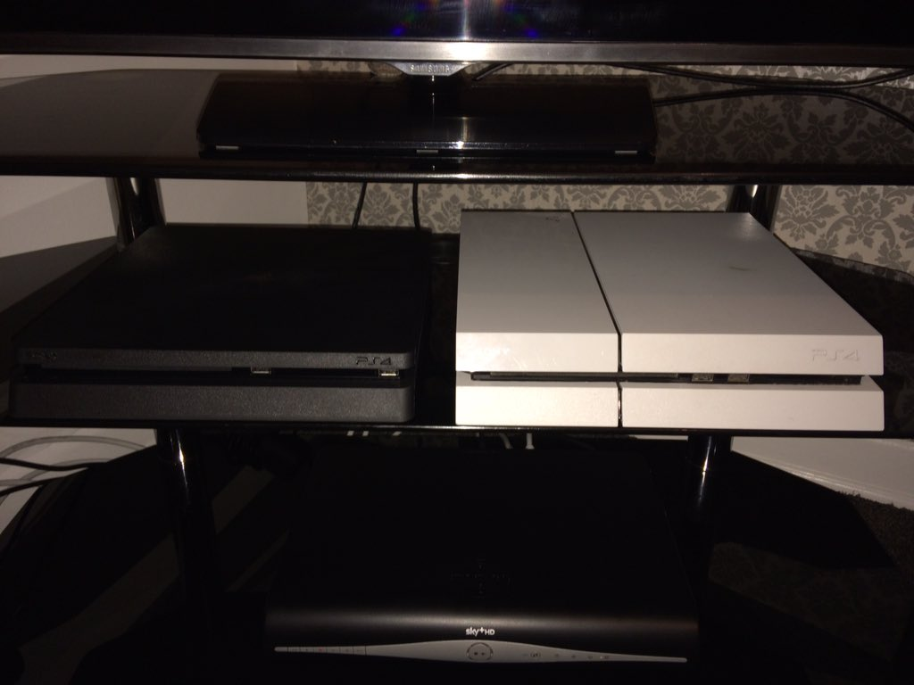 ps4_slim_leak_side_by_side_with_ps4_1