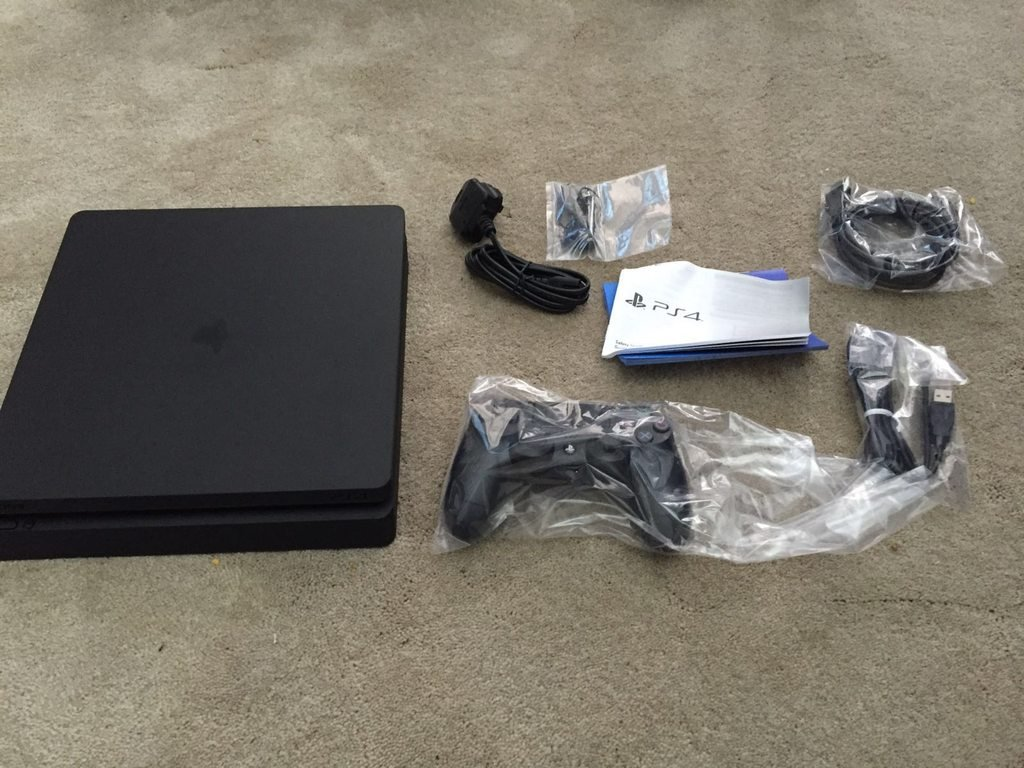 ps4_slim_leak_top_package_contents_1
